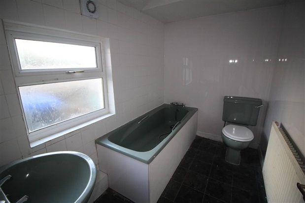 Bathroom of Amberbanks Grove, Blackpool FY1