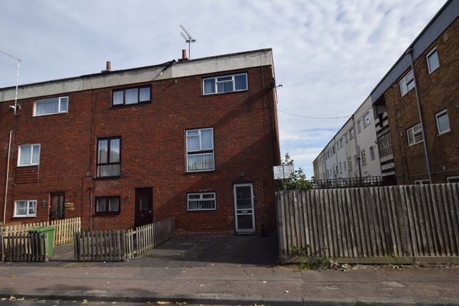 Thumbnail Town house for sale in Brempsons, Basildon