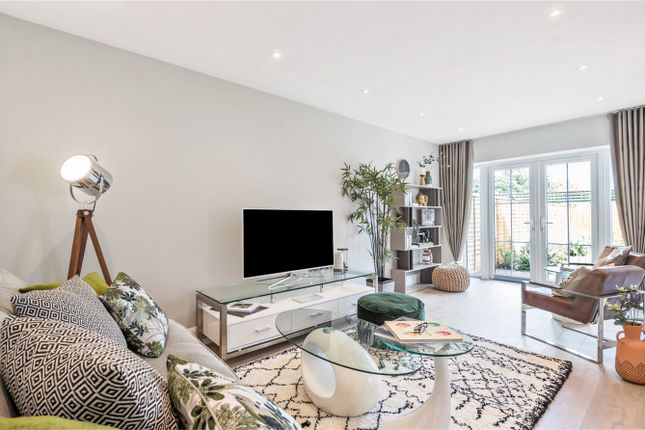 Thumbnail Terraced house for sale in Crescent Gardens, Barley Mow Lane, Colney Heath, St Albans, Hertfordshire