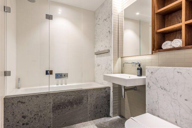Bathroom of Abernethy House, 47 Bartholomew Close, London EC1A