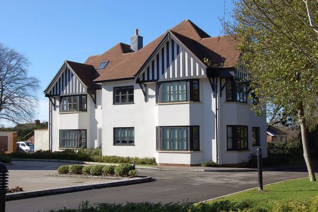 Thumbnail Flat to rent in Stretton Close, Penn, High Wycombe