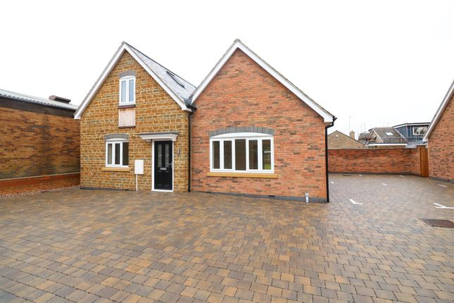 Thumbnail Detached bungalow for sale in High Street, Moulton, Northampton