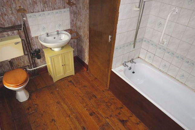 Bathroom/WC of North Terrace, Maerdy, Ferndale CF43