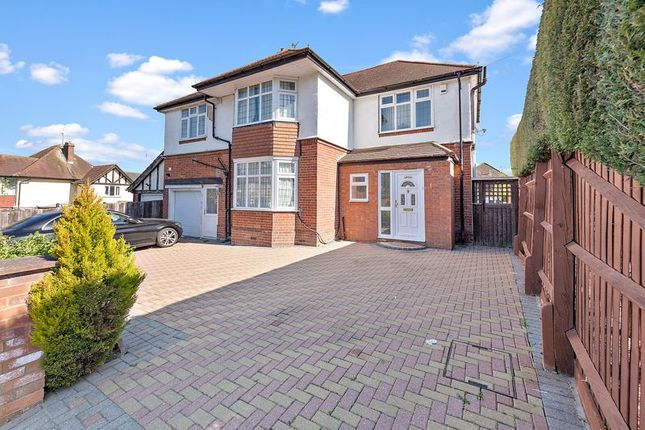 Thumbnail Detached house for sale in Whitehill Avenue, Luton