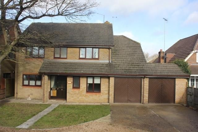 Thumbnail Detached house to rent in Reading Road, Winnersh