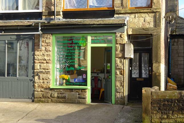 Retail premises to let in Green Lane, Buxton