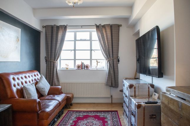 2 bed terraced house to rent in Greatorex Street, London E1
