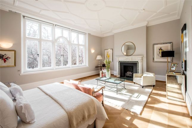 4 bed flat for sale in Cadogan Gardens, London SW3