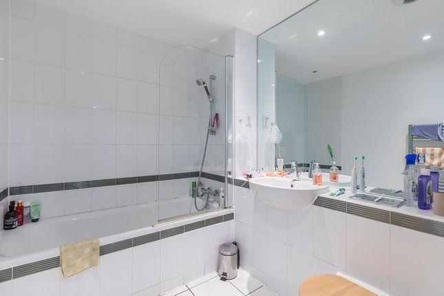 Main Bathroom  of Eden Grove, London N7