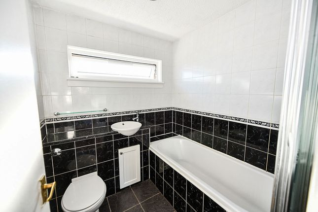 Bathroom of Douglas Place, Glenrothes, Fife KY6