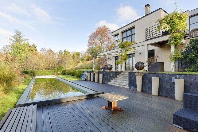 Thumbnail Villa for sale in Rueil Malmaison, Rueil Malmaison, France
