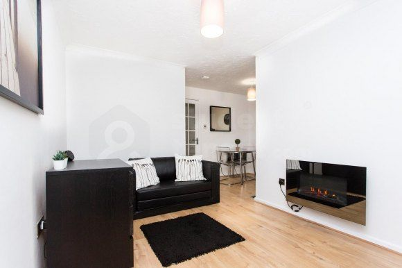 Thumbnail Shared accommodation to rent in Barrie Road, Farnham