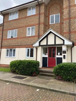 Thumbnail Flat to rent in Chandlers Drive, Erith, Kent
