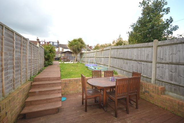 3 bed terraced house to rent in Belmont Road, Belmont, Sutton