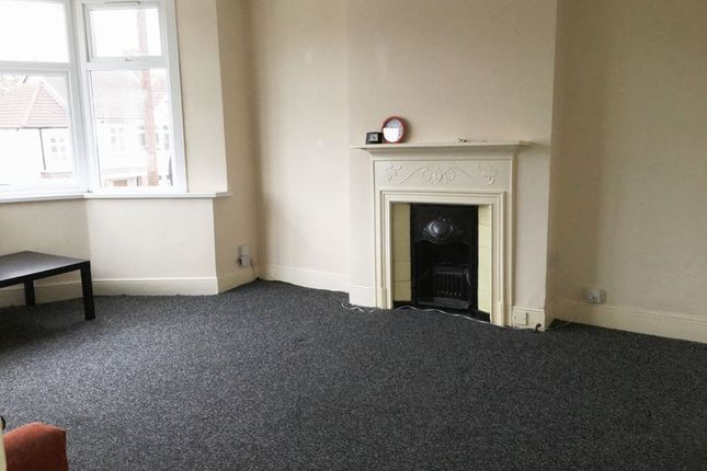Thumbnail Flat to rent in 2 Bedroom First Floor Flat, Vaughan Gardens, Ilford
