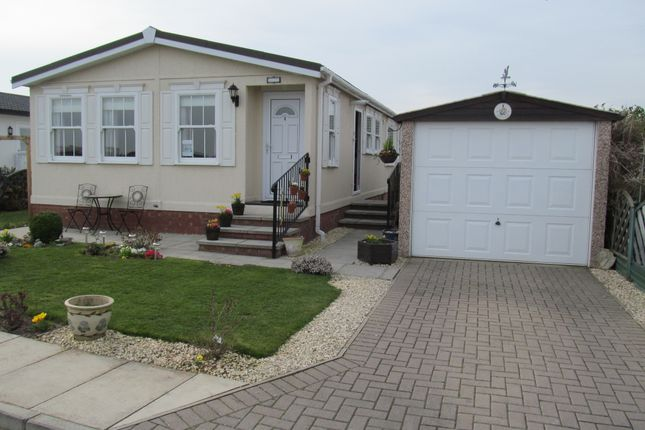 Thumbnail Mobile/park home for sale in Little London Park (Ref 4623), Torksey Lock, Lincoln, Lincolnshire, 2Gd