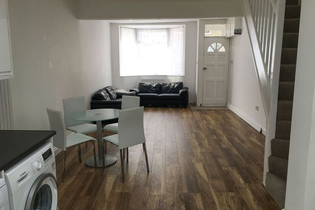 2 bed terraced house to rent in Tennyson Road, Stratford