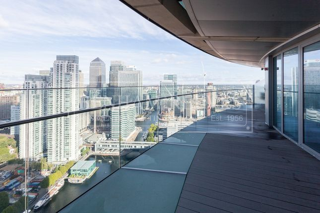 2 bed flat to rent in 25 Crossharbour Plaza, London