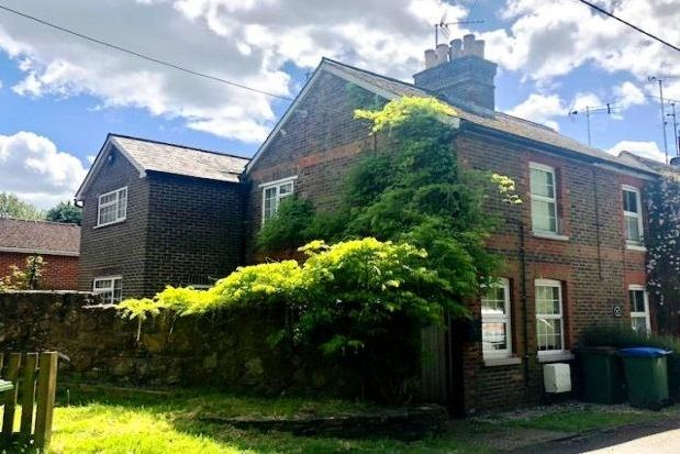 Thumbnail Cottage to rent in Tower Hill, Horsham