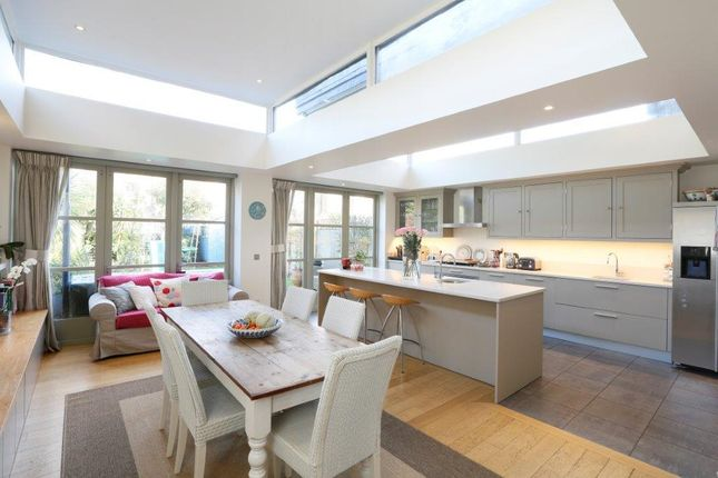Thumbnail Terraced house for sale in Huron Road, London