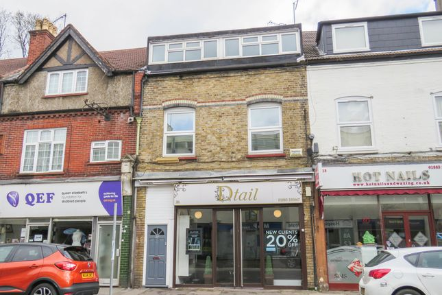 2 bed flat to rent in Croydon Road, Caterham CR3