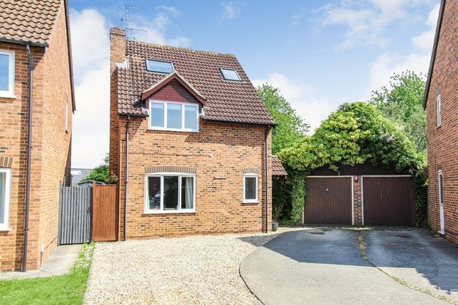 Thumbnail Detached house for sale in Wheelers Green Way, Thatcham