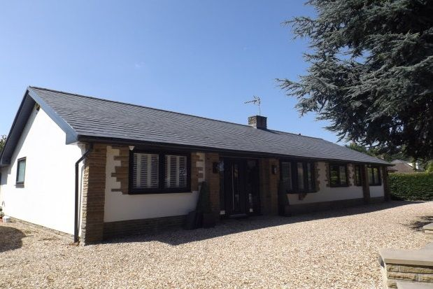 Thumbnail Bungalow to rent in York Road, Knaresborough