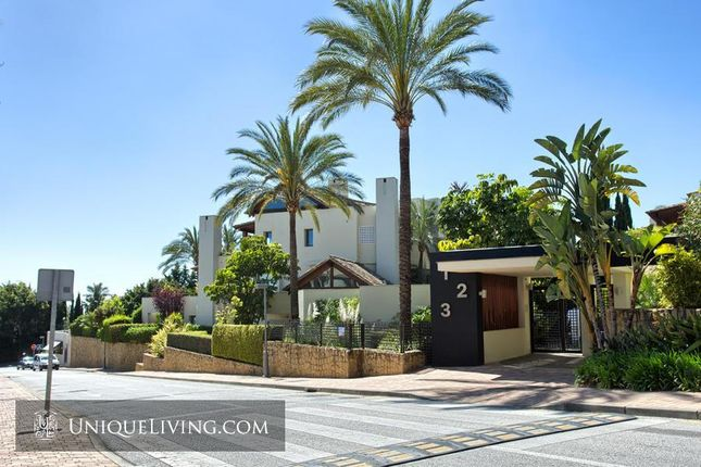 3 bed apartment for sale in Golden Mile, Marbella, Costa Del Sol