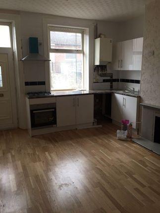 Thumbnail Maisonette to rent in Bradford Road, Cleckheaton