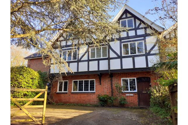 Thumbnail Property for sale in Drovers Way, Aldershot