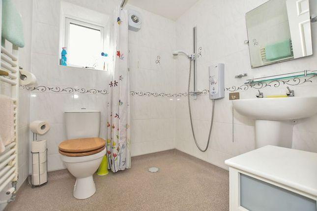 Shower/Wet Room of Kenyon Way, Little Hulton, Manchester M38