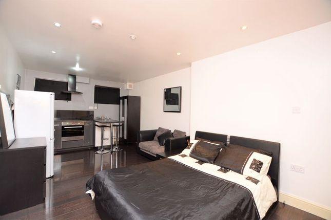 Studio to rent in Bridge Street, Colnbrook, Slough SL3