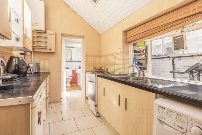 Kitchen of Elgar Road, Reading RG2