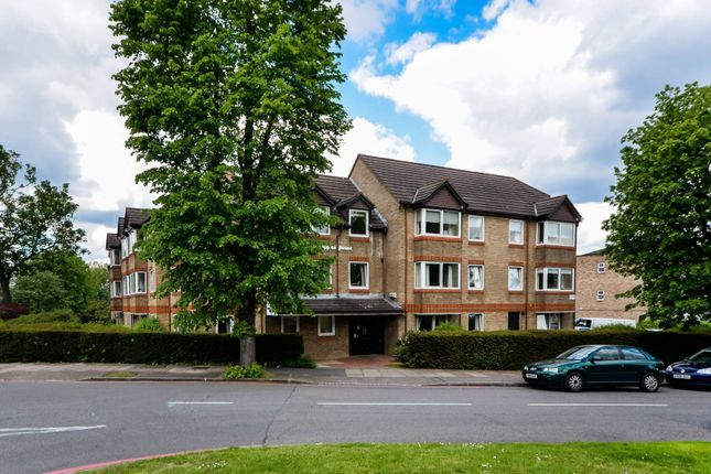 Thumbnail Flat for sale in Park Avenue, Bromley