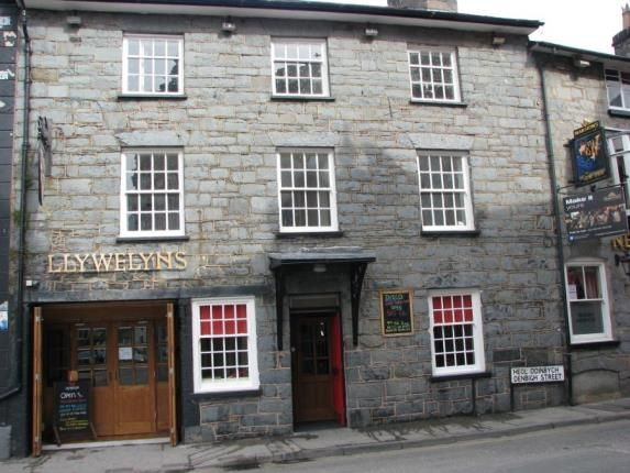 Thumbnail Pub/bar for sale in Denbigh Street, Llanrwst, Conwy