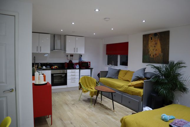 Thumbnail Studio to rent in Samsons House, Endsleigh Road, Bedford, Bedfordshire