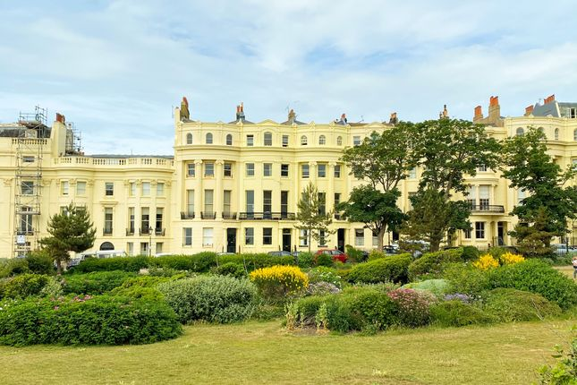 2 bed flat for sale in Brunswick Square, Hove BN3
