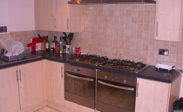 Thumbnail Shared accommodation to rent in Buckingham Mount, Hyde Park, Leeds 1Dn, Hyde Park, UK