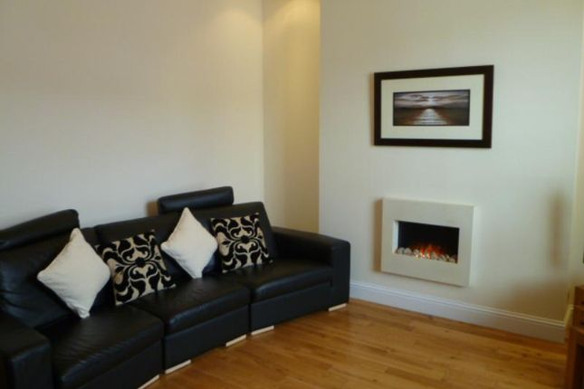 2 bed flat to rent in High Street, Banchory