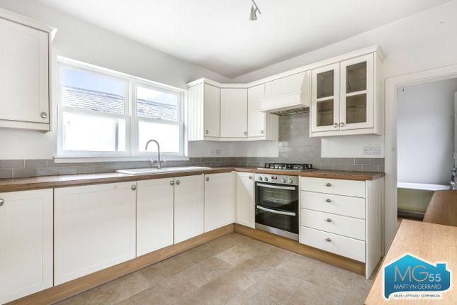 2 bed flat to rent in Long Lane, London N2