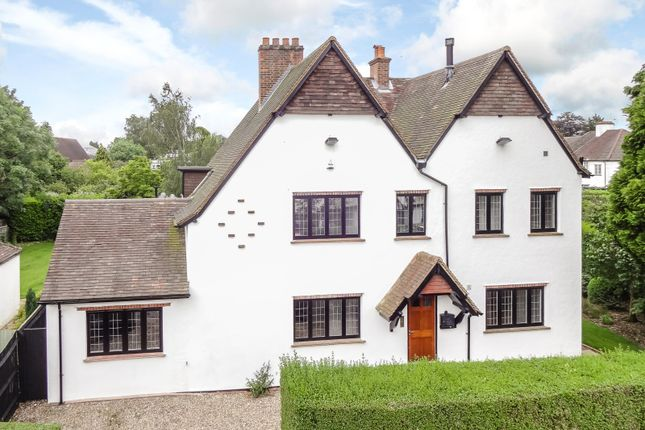 5 bed detached house to rent in The Queensway, Chalfont St. Peter, Gerrards Cross, Buckinghamshire SL9
