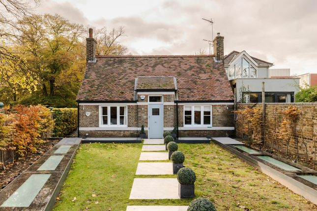 Thumbnail Town house to rent in Margravine Gardens, London
