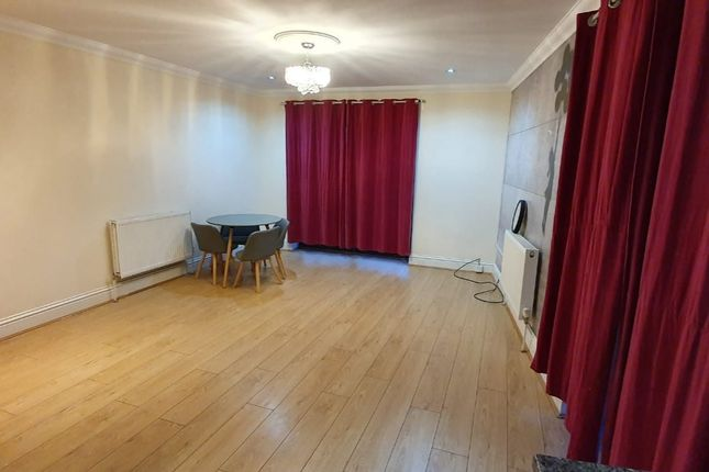 2 bed flat to rent in Rom View House, 9 Como Street, Romford, Essex RM7