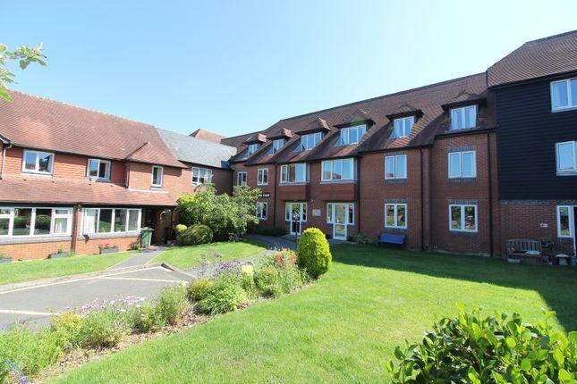 2 bed flat to rent in Cedar Court, Tenterden, Kent TN30