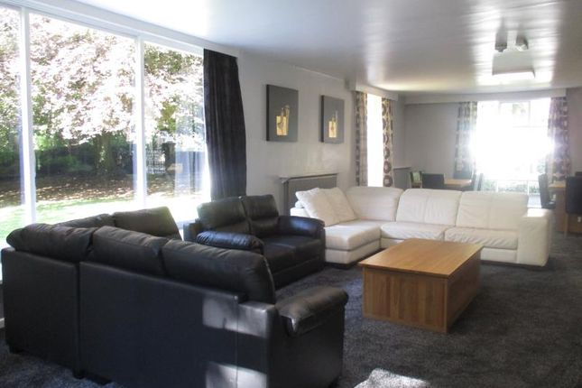 Thumbnail Country house to rent in Grosvenor Road, Headingley, Leeds