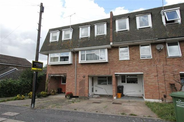 3 bed town house for sale in Silver Way, Wickford, Essex