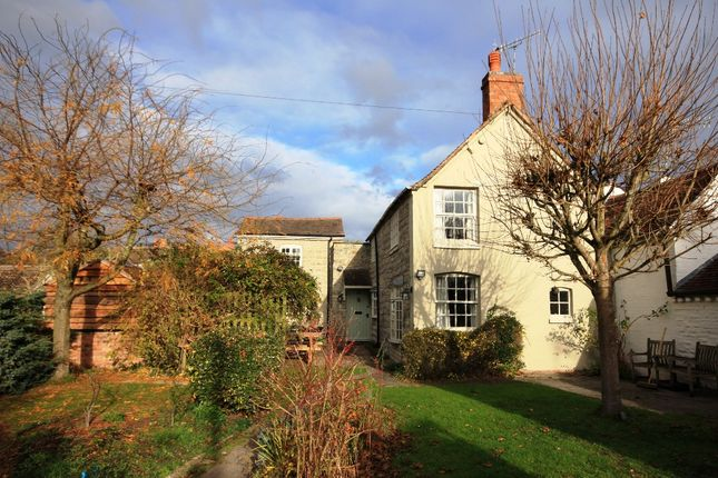 Thumbnail Cottage for sale in Grange Road, Bidford On Avon
