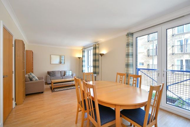 2 bed flat for sale in Narrow Street, London