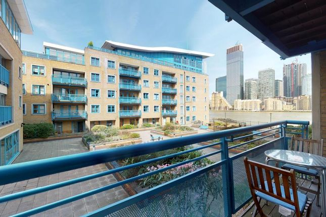 Flat for sale in Rotherhithe Street, London