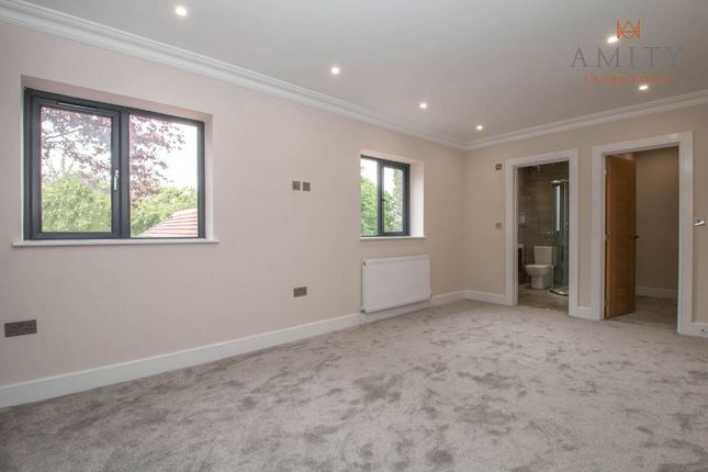 Master Suite of Shipton Road, Sutton Coldfield B72